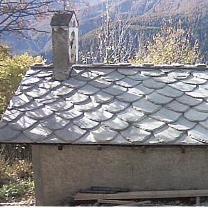 La tua casa con il tetto in pietra di luserna - Alzare il tetto di casa ...