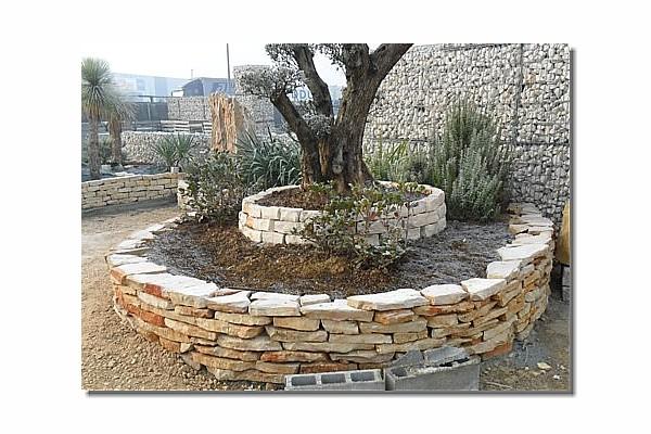 Aiuole in pietra a secco ae78 pineglen for Aiuole con pietre